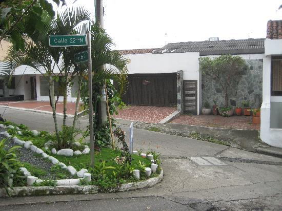 Iguana Hostel: Front of the first house