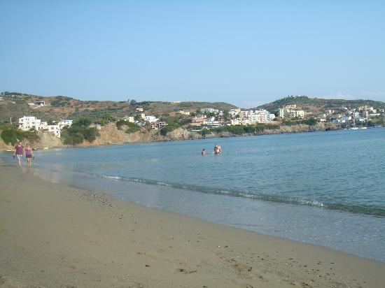 Villa Vasilis: дальний пляж