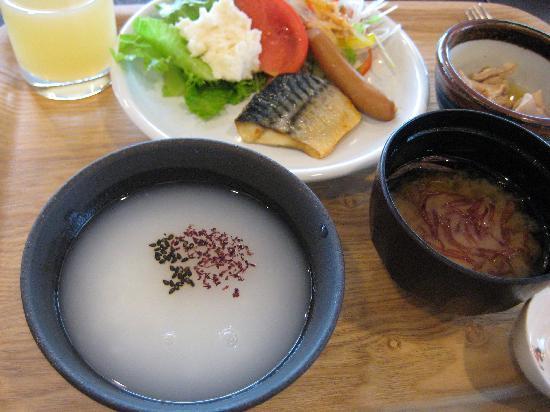 Richmond Hotel Aomori: 水が多すぎるおかゆ