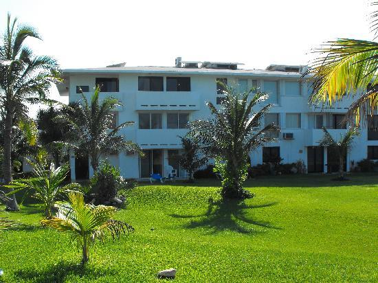 Hotel Dos Playas Beach House: This is what some of the property looks like