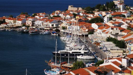 Hotel Hera II: The heart of the village is harbour