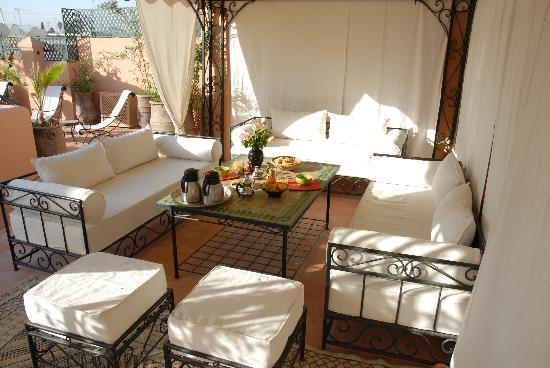 Riad Bamaga Hotel: déjeuner ou dîner sur la terrasse