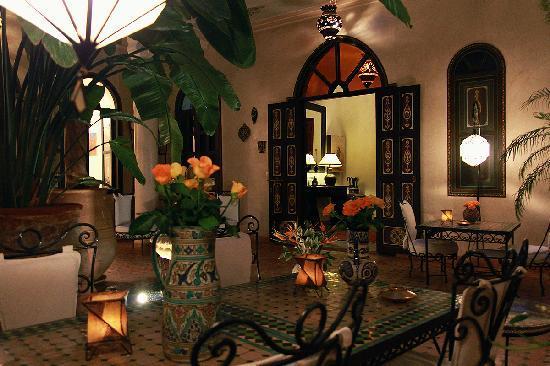 Riad Bamaga Hotel: Patio entouré des chambres