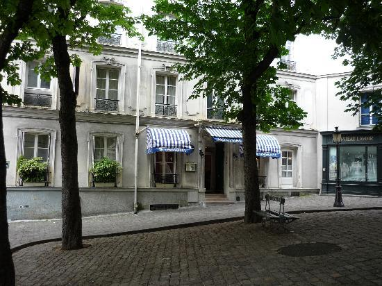 Timhotel Montmartre: Entrance to Hotel