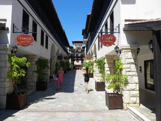 Paloma Grida Resort & Spa: L'allée principale