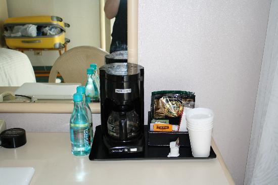 โรงแรมเชอราตันพริ๊นเซสไคอูลานี่: nécessaire café thé eau gratuit