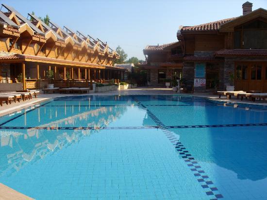 Ortaca, Turquía: view of rooms form pool area