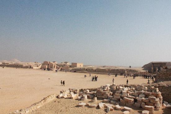 Step Pyramid of Djoser: 広場