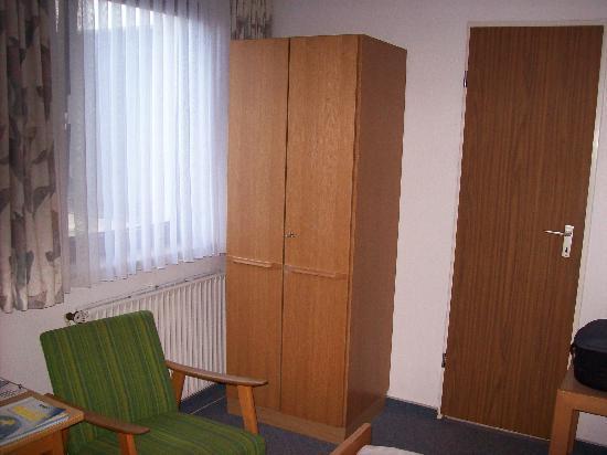 Hotel Heldt Dependance: Kleiderschrank