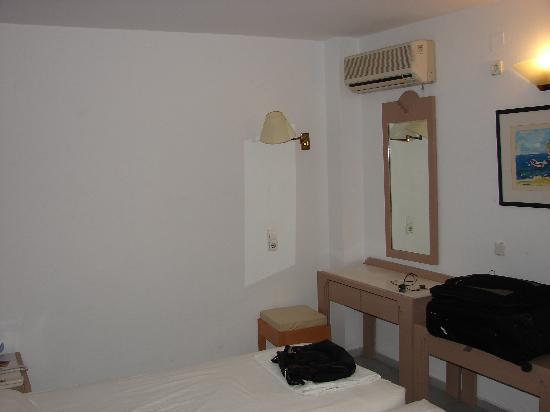Alia Beach Hotel: Room