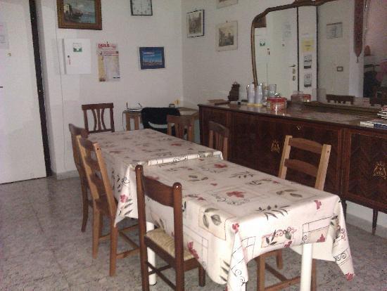 Domus Elisa B&B: breakfast room
