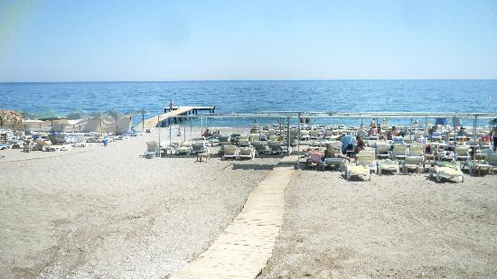 Arma's Resort Hotel: Hotel Beach