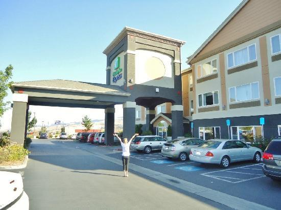 Holiday Inn Express Ashland: Exterior