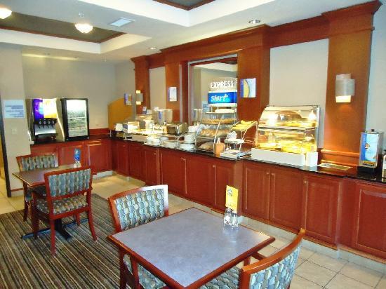 Holiday Inn Express Ashland: Breakfast