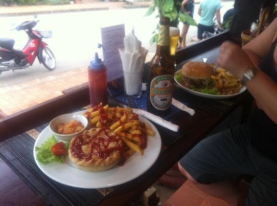 Aussie Sports Bar and Guesthouse : 2 top options :)