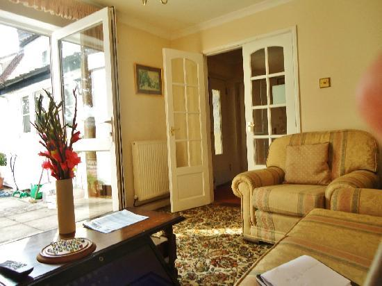 St. Edmundsbury Bed and Breakfast: Lounge