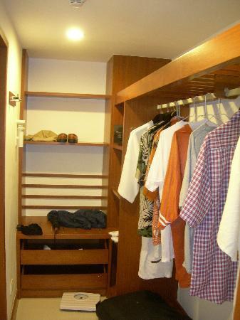 Woodlands Hotel & Resort: Walk In Closet
