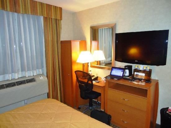 Bellerose Inn: Room