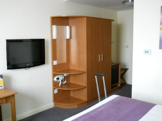 Premier Inn Dubai International Airport Hotel: Room pic #2