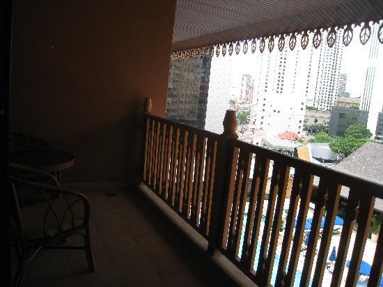 โรงแรมเดอะรอยัล ชูลัน กัวลาลัมเปอร์: Balcony