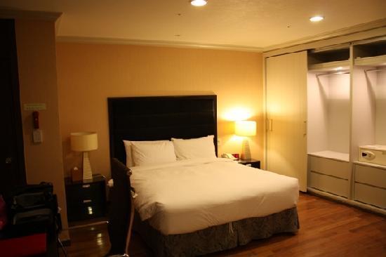 Ramada Hotel and Suites Seoul Namdaemun : Bed