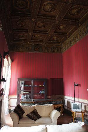 Castello Costaguti : Anticamera con pianoforte