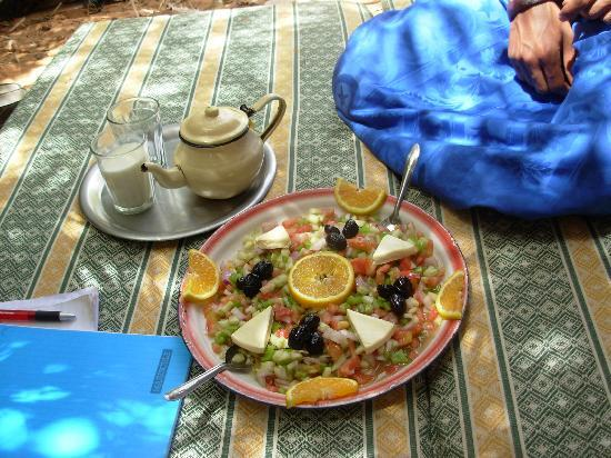 Auberge Les Pyramides: morrocian salad and the famous tea