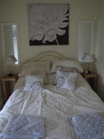Lancers House: Bed