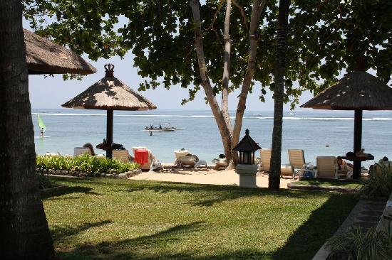 เดอะลากูน่า อะลักชัวรี่คอลเลคชั่น รีสอร์ท & สปา: And a beach view shot - go go go
