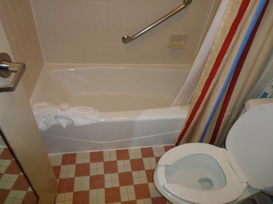 Disney's All-Star Music Resort: Bathroom