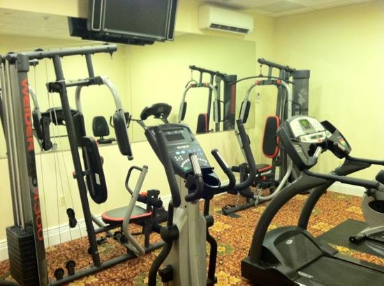 The Wilshire Grand Hotel: gym