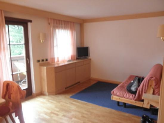 Aritz Garni Hotel: soggiorno suite standard