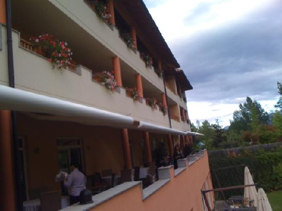 Garden Park Hotel: View of the hotel at the back