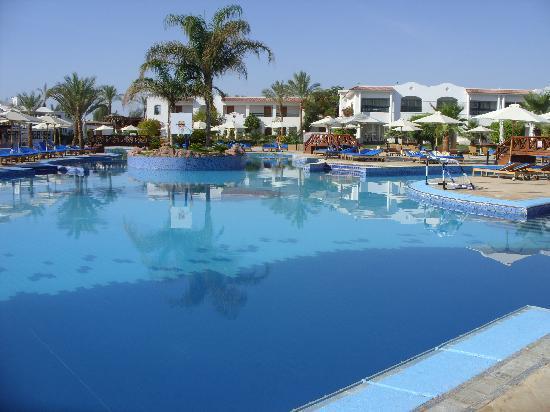 ฮิลตันชาร์มดรีมส์รีสอร์ท: main pool