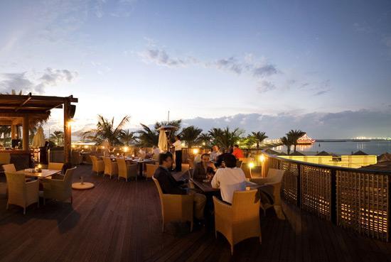 Le Meridien Mina Seyahi Beach Resort and Marina: Barasti Beach Bar