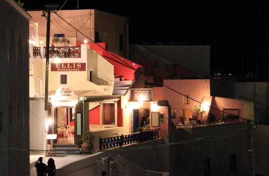 Ellis restaurant at night