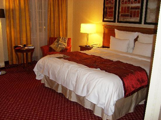 Hotel Presidente Luanda : Room - the comfortable bed