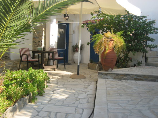 Patras' Apartments: Seating area outside apartment