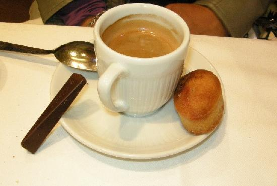 La Coupole : Just a cup of coffee, great attention is given to every detail