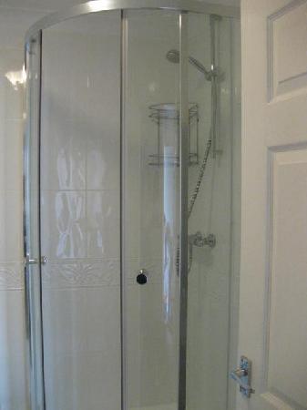 The Watergate Inn: Shower