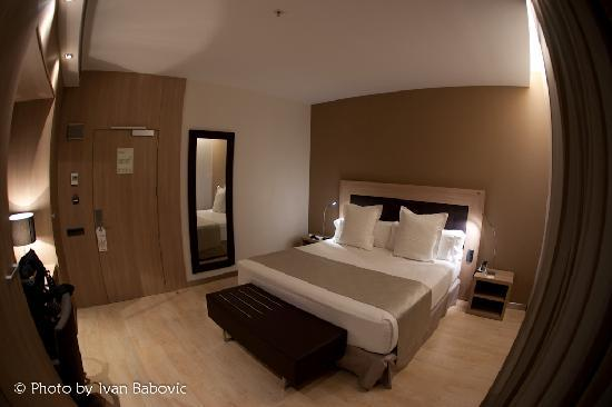 Hotel Catalonia Plaza Mayor: A double room with one large bed