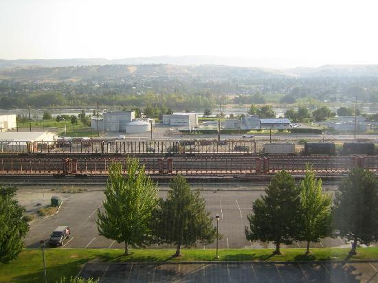 Coast Wenatchee Center Hotel: railroad yard