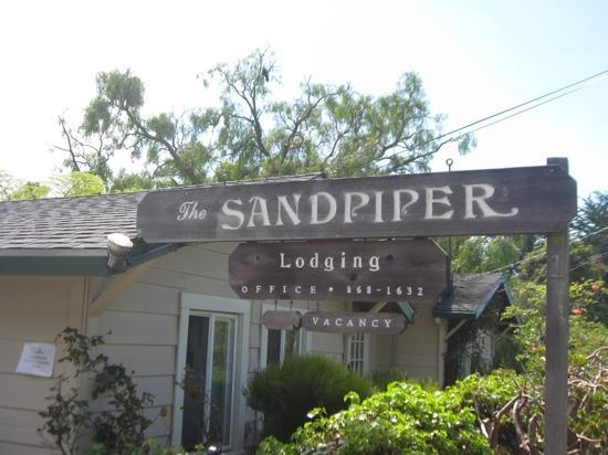 Sandpiper Inn: The Sandpiper (from the parking lot)