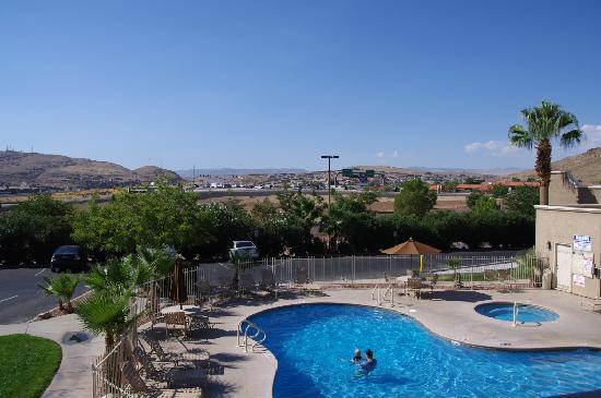 Clarion Suites: Pool
