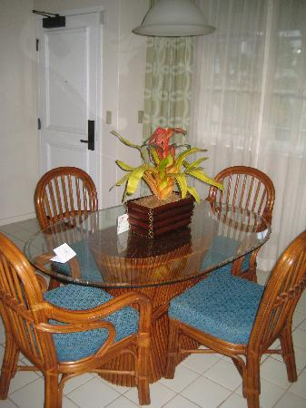 The Point at Poipu: Second unit dining area