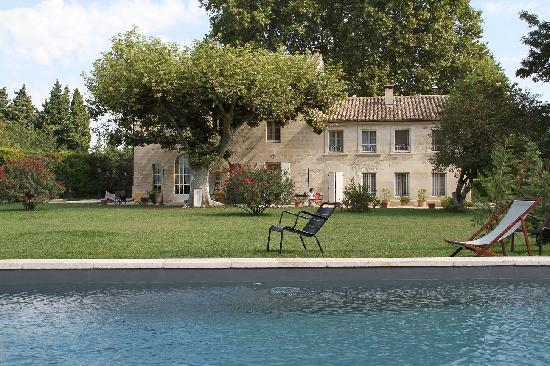 La Ferme de Gigognan : The lovely view from the pool