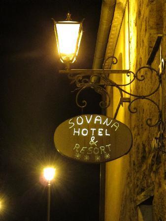 Sovana Hotel & Resort: anche l'insegna è suggestiva