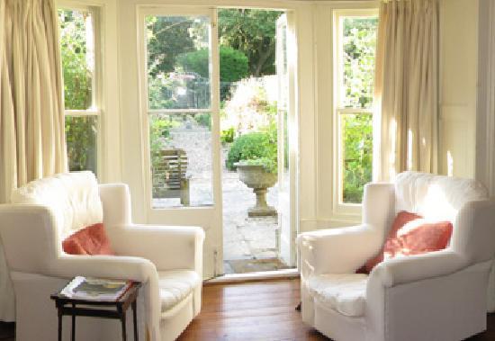 Buckland Manor Bed and Breakfast: Breakfast Room French Doors