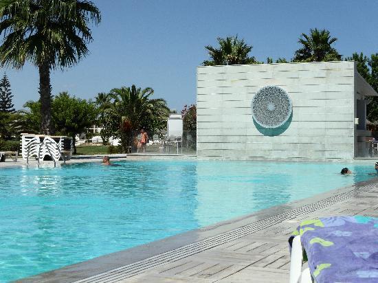 piscine vers la plage bild von seabel alhambra beach golf spa port el kantaoui tripadvisor. Black Bedroom Furniture Sets. Home Design Ideas