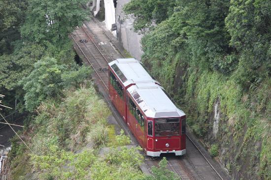 วิคตอเรียพีค (เดอะพีค): The tram on its way up